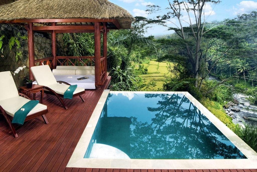 Luxury villas private poll