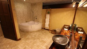 Pool-View-Suite-Bathroom-1